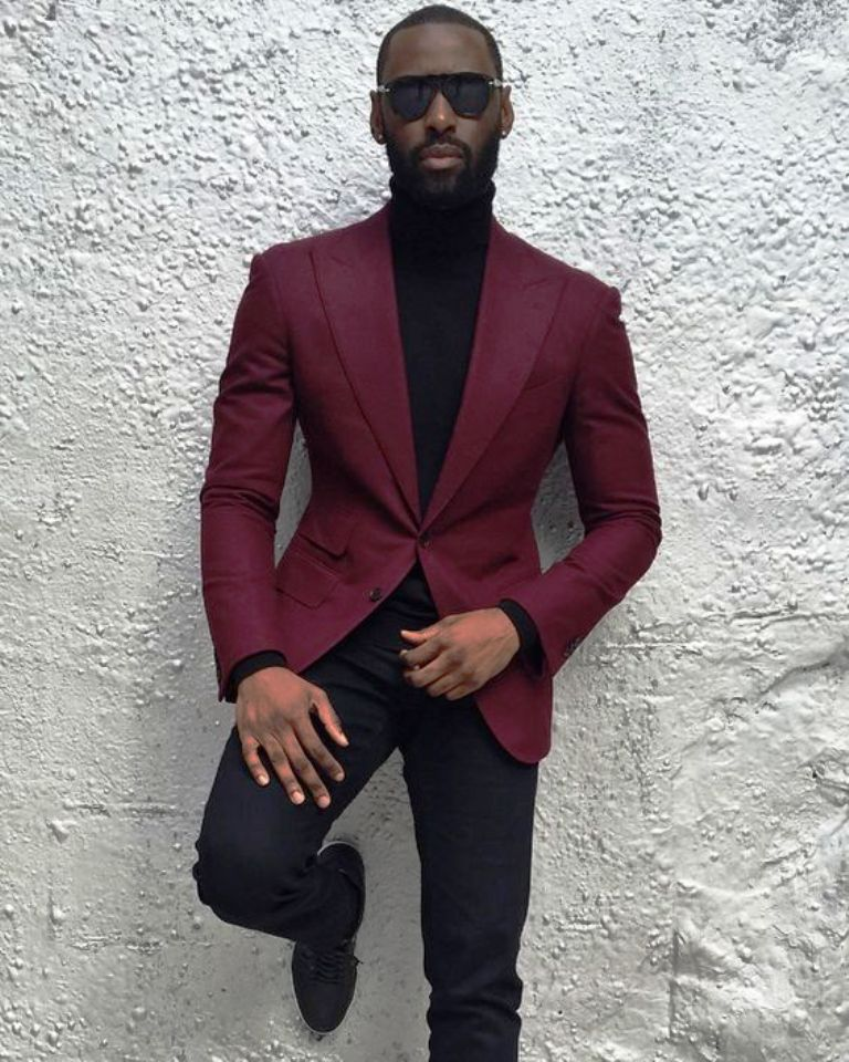 It can be confusing to figure out the difference between men's blazers and suit jackets. A suit jacket is made with a matching pair of dress pants (of the same fabric), so you can style an entire suit.
