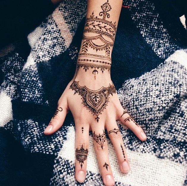henna finger tattoos