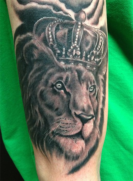 lion crown tattoos